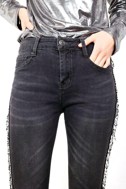 Pantalone con applicazioni