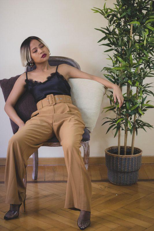Pantalone largo con cintura in vita