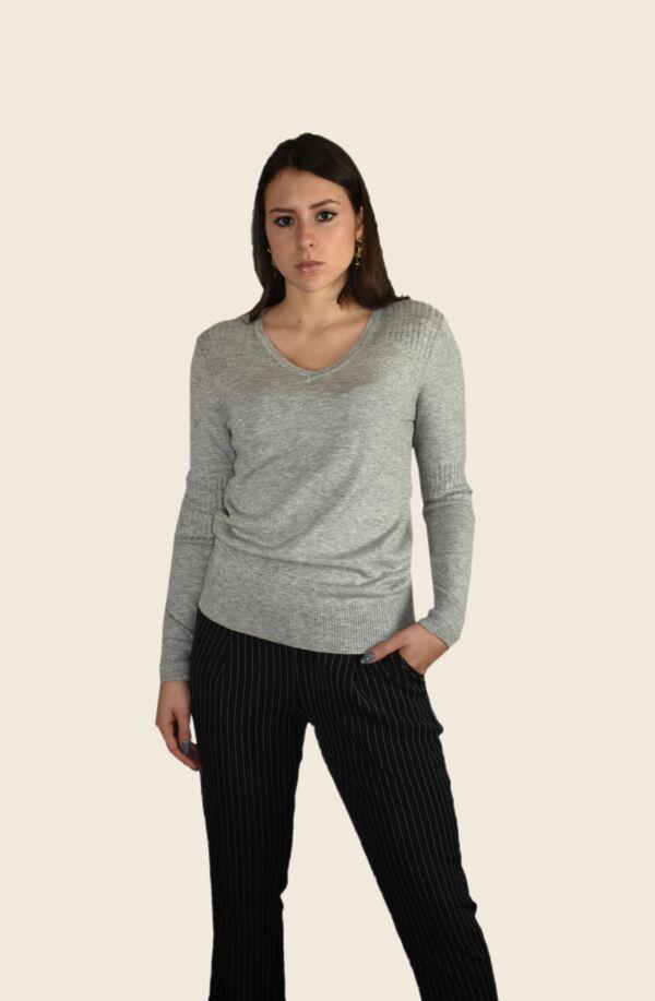Cecilia maglia 55% seta 45% cashmere da donna collo a v manica lunga con lavorazione a coste sulle spalle