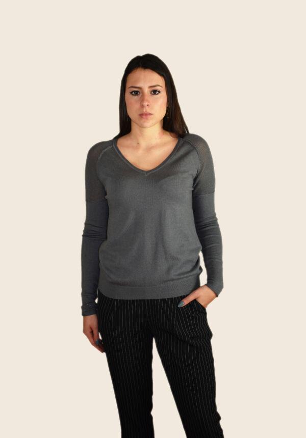 Tabitha maglia 55% seta 45% cashmere da donna collo a v ampio manica lunga con lavorazione traforata sulle spalle