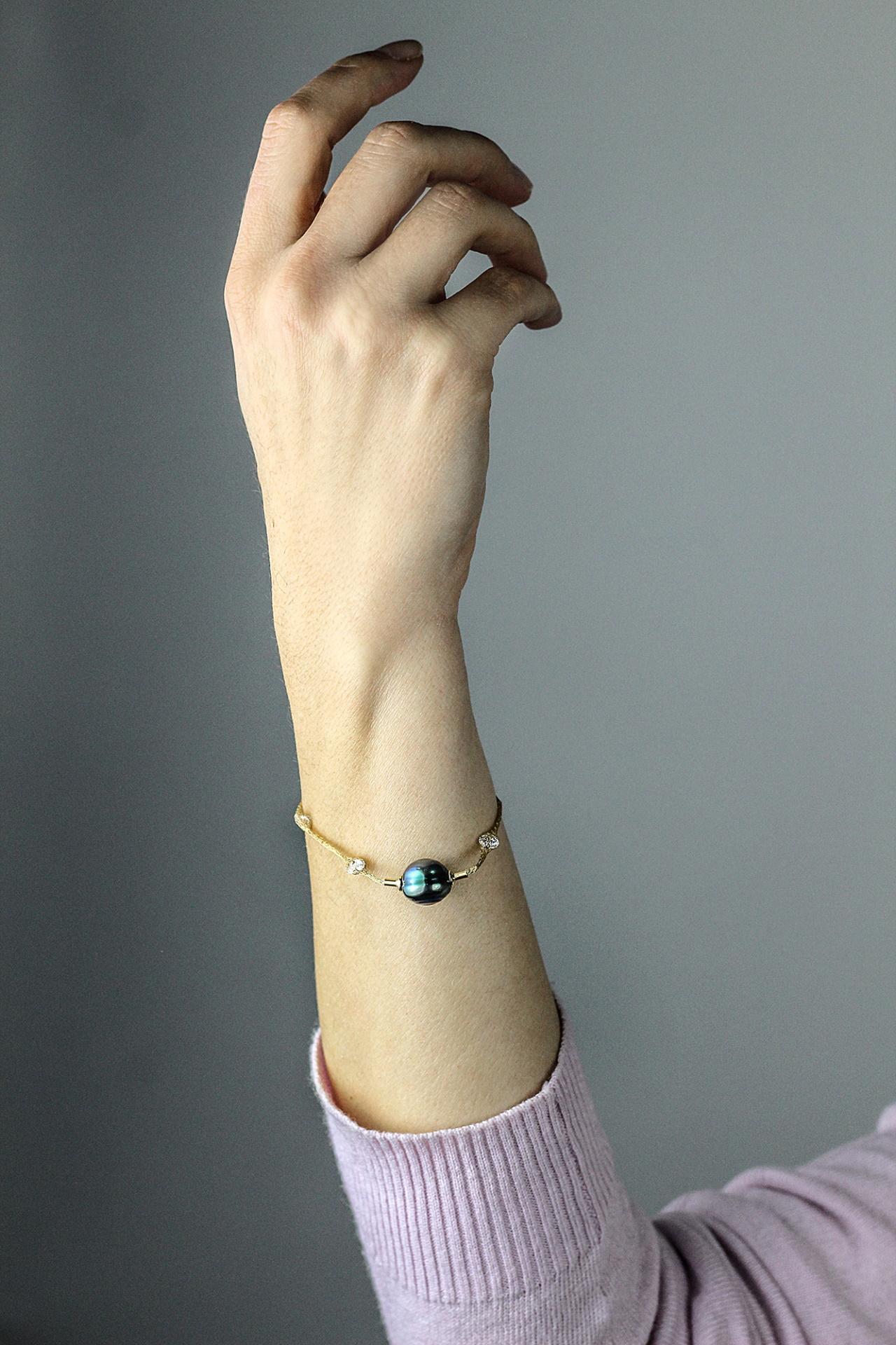 BRAC01 BRACCIALE DORATO CON 1 PERLA NATURALE BAROCCA DI TAHITI 1 1stAmerican jewerly bracciale dorato con 1 perla naturale barocca di tahiti Ø12x13mm e zirconi con chiusura in argento ag925