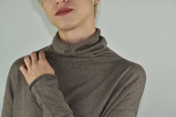 GIADA BEIGE MAGLIA DONNA CASHMERE SETA COLLO ALTO MANICA LUNGA 2 1stAmerican maglia dolcevita collo alto da donna in seta cashmere - maglione manica lunga invernale finezza 14